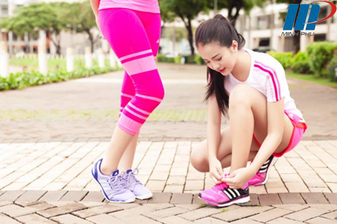 Đi bộ, chạy bộ hợp lý giúp hệ xương khớp khỏe mạnh.