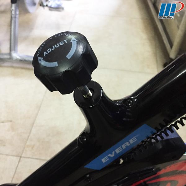 Xe đạp tập thể dục YB-7800 chốt kháng lực