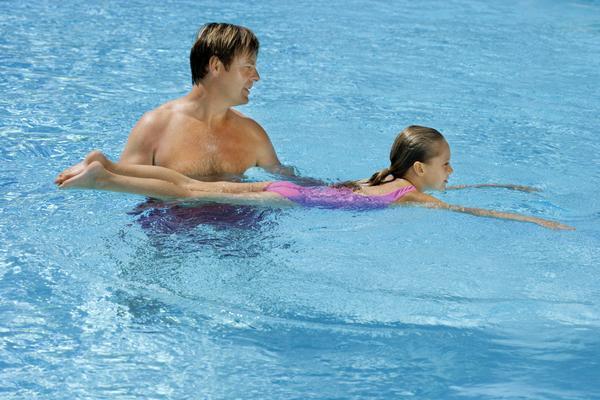 Những điều lưu ý khi cho trẻ bơi lội