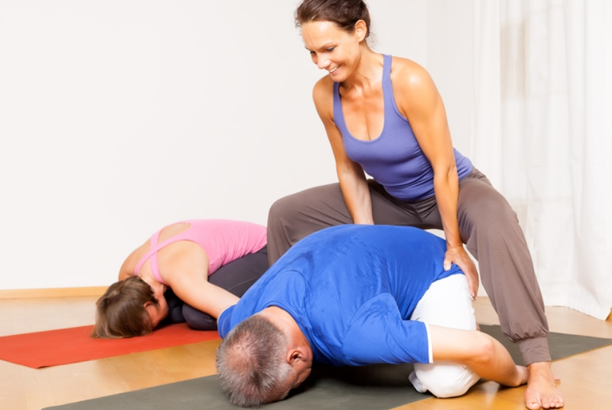nên có người hướng dẫn khi tập yoga