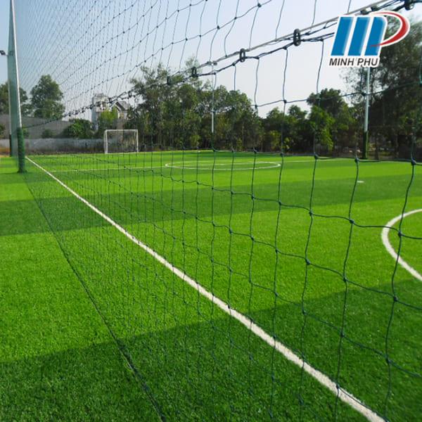 Lưới giăng sân bóng đá