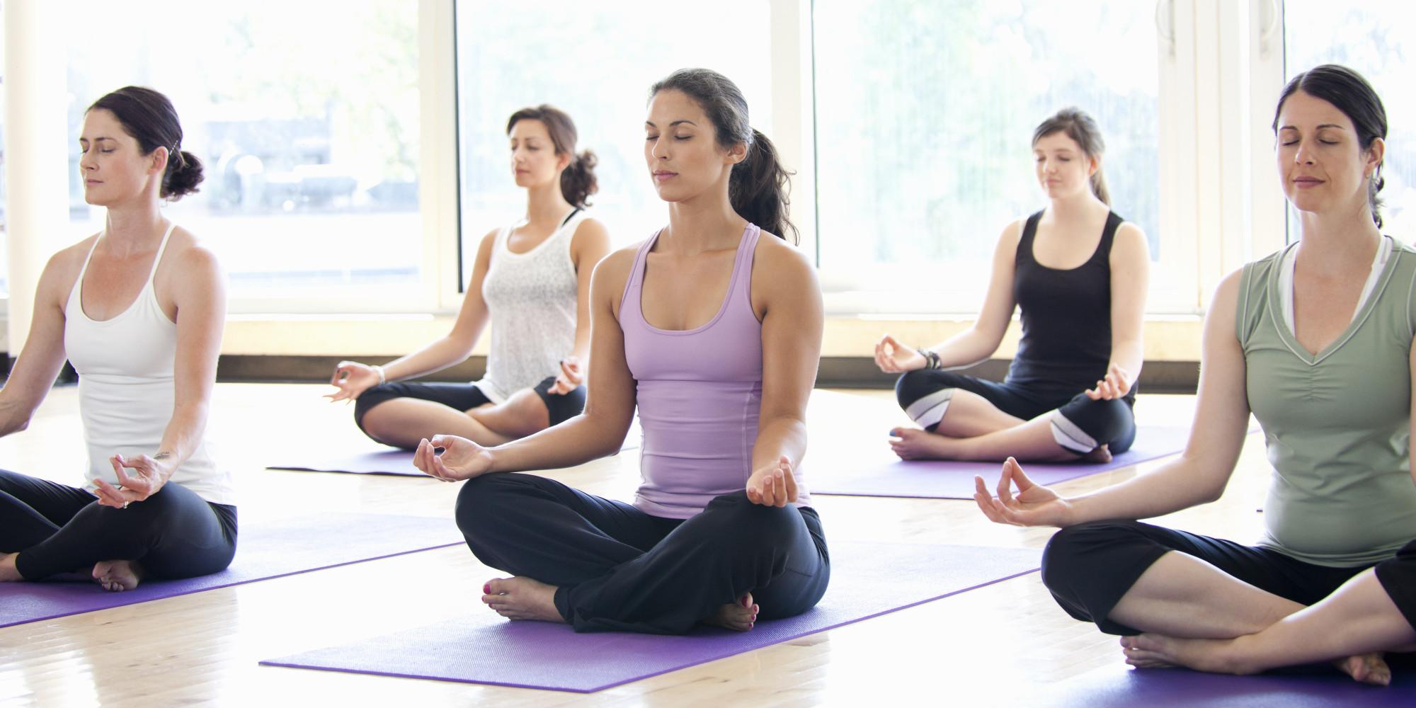 nên khởi động trước khi tập yoga