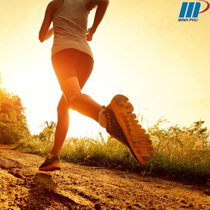 chạy bộ cuổi sáng