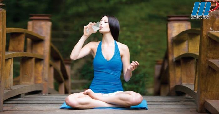hạn chế mất nước khi tập Ashtanga Yoga