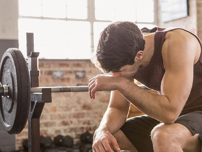 không nên tập gym quá sức
