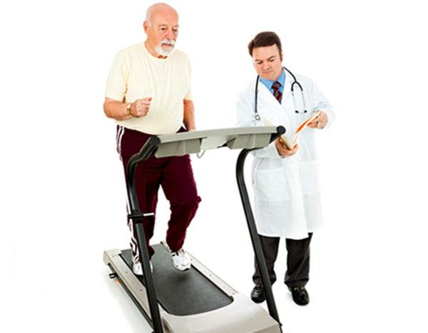 người già chạy bộ tốt cho huyết áp