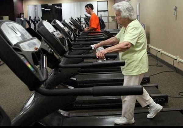 máy chạy bộ cho người già