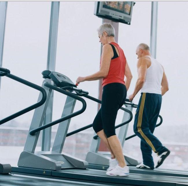 máy chạy bộ tốt cho người già